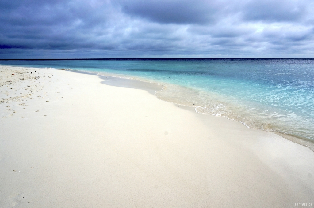 Endless Beach on Ukulhas, Maldives